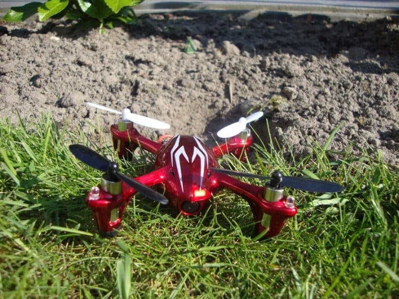 Hubsan X4 H107C on the grass
